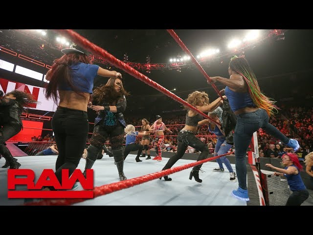 Becky Lynch leads a SmackDown Womens invasion: Raw, Nov. 12, 2018