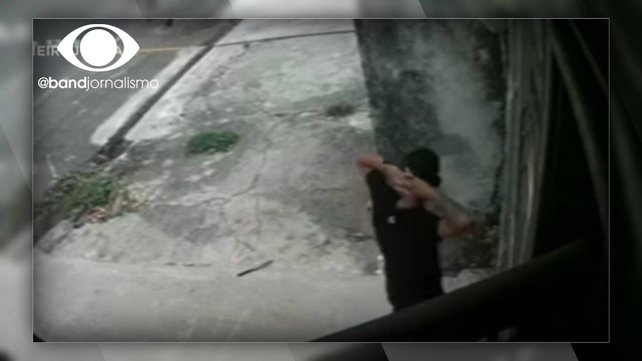Download Flagrante: ladrão apanha de grupo e acaba preso após atacar idosa