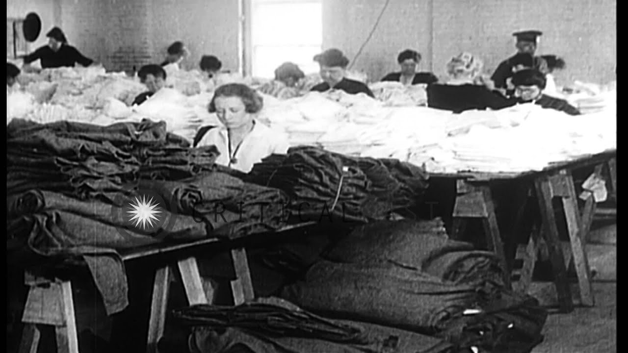 Production of US Army uniforms in World War 1: Women pile up army ...