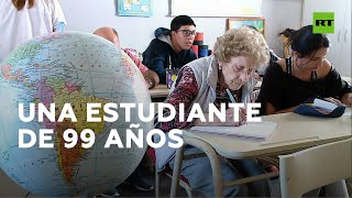 Una abuela argentina de 99 años vuelve a la escuela para cumplir su sueño