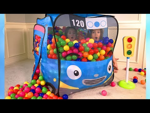 The Twins play with Tayo The Little Bus pop up tent
