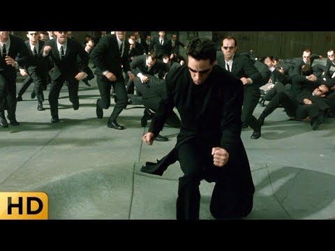 Нео сражается с двойниками Смита. Матрица: Перезагрузка.