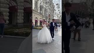 شوفوا شلون العرسان بترقص بالشارع 😂❤️