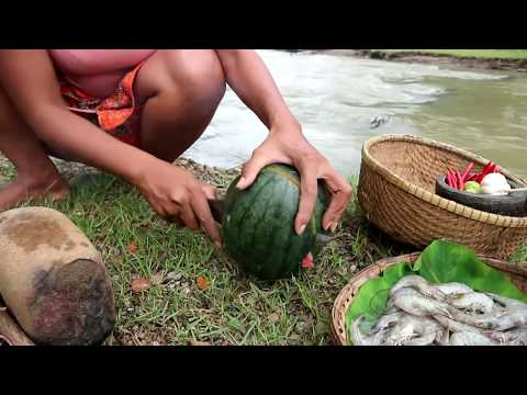 Survival skills: Burnt shrimp in watermelon for food – Cooking shrimp eating delicious