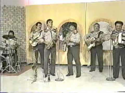 Arturo y Leonel Reyes cantando en aficionados