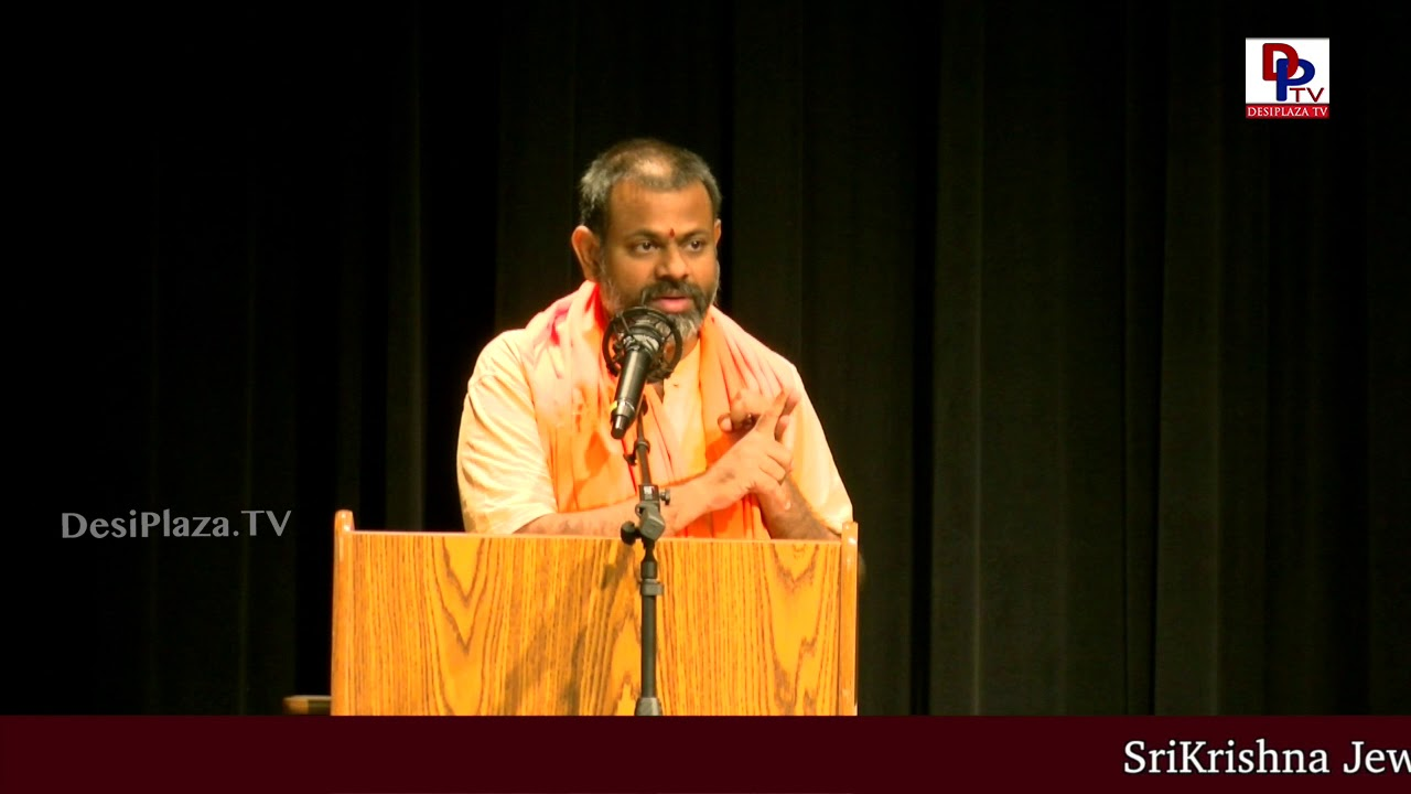 Crowd shouts Bharath Maatha ki Jai slogan when Swami Paripoornananda starts his speech | DesiplazaTV