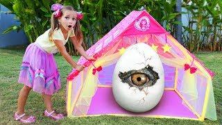 София строит новый Игровой Домик для друзей