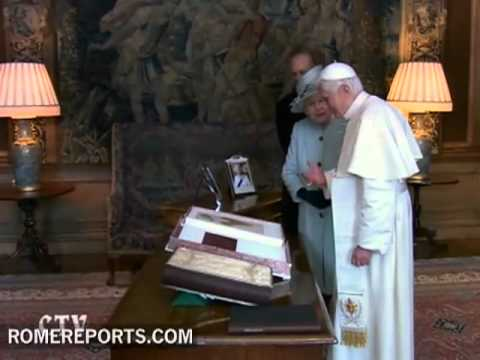 Queen Elizabeth greets the Pope in Holyrood Palace