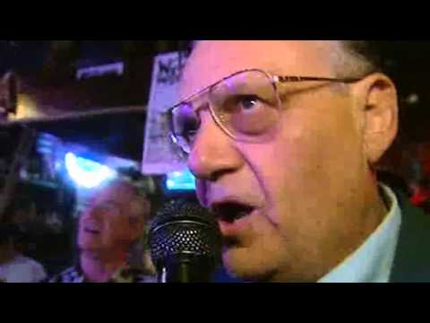 Ruby Wax listens to Sheriff Joe Arpaio sing 'My Way' at karaoke night