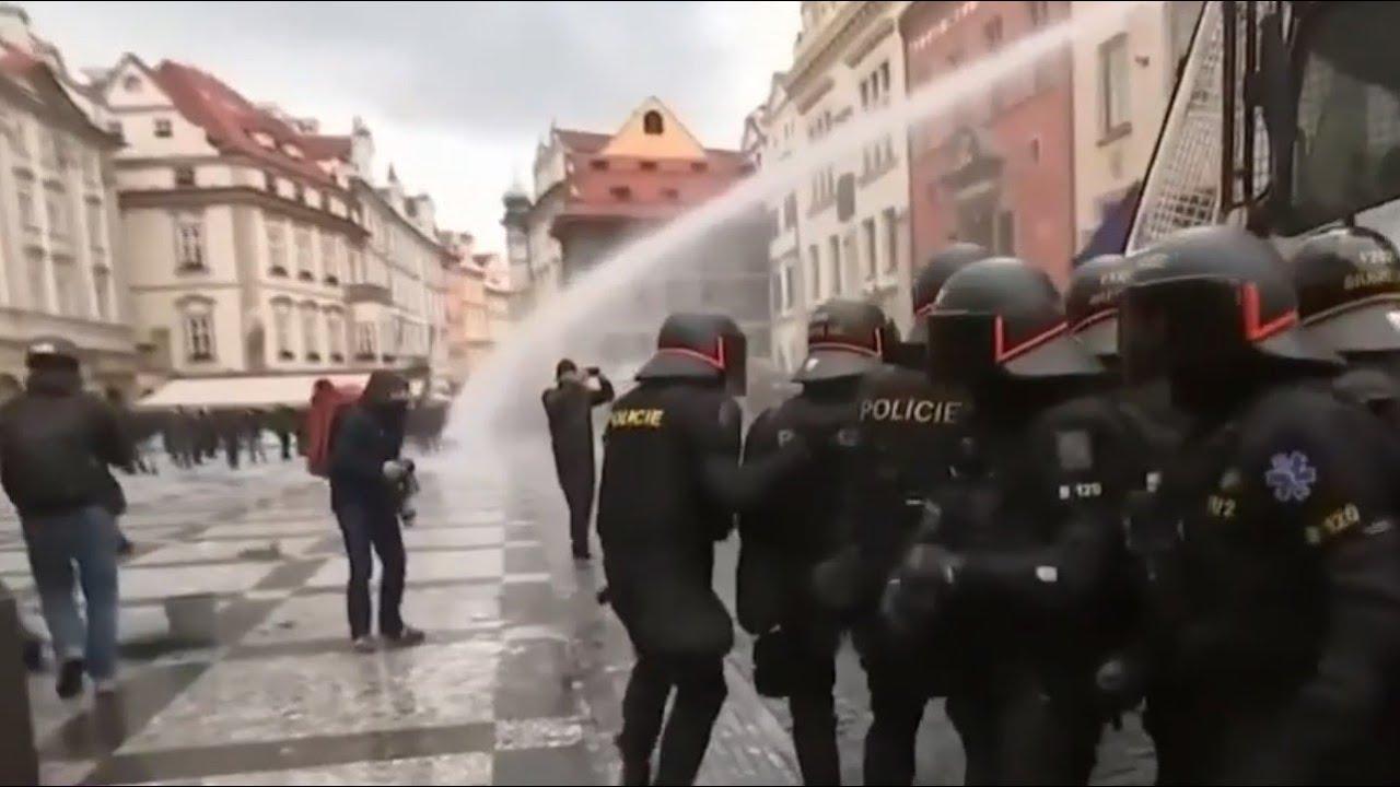 Столкновения с полицией в Праге: пострадали 20 человек