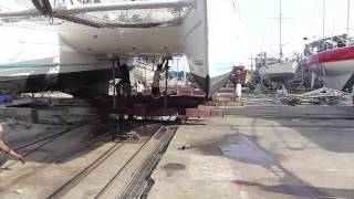 Catamaran au chantier Naval Phitak de Thailande. Catamaran shipyard Naval Phitak Thailand.