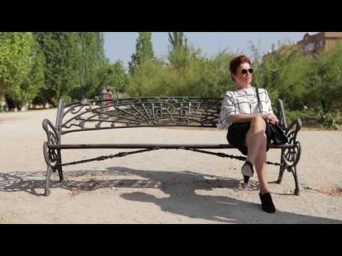 Señoras que pasean por el parque (Capítulo 1)