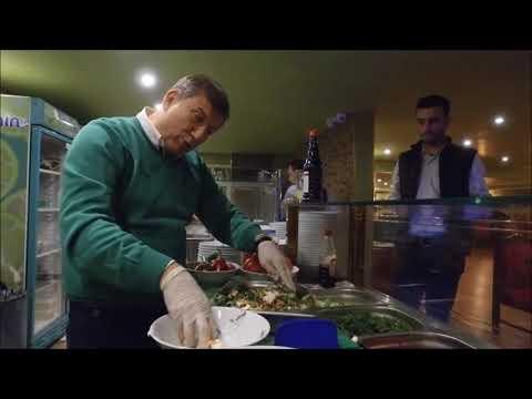 http://www.hassofram.com.tr/video/tanju-colak-has-soframa-ozel-salata-yapti/