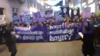 8 Mart feminist gece yürüyüşünden canlı yayın (12)