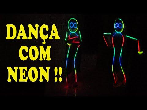 DANÇA COM PULSEIRA NEON