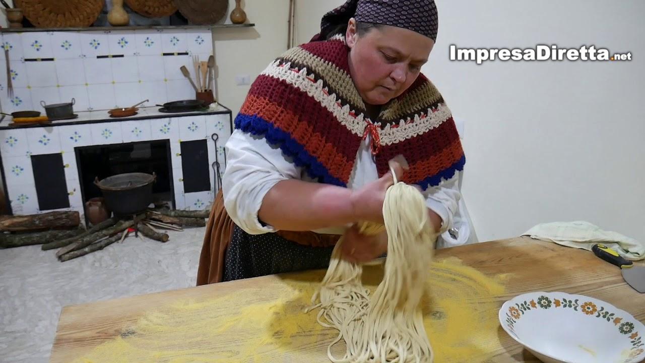 La matassa di Caposele (AV) - Una pasta tipica del posto che si lavora completamente a mano.