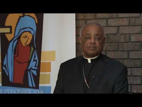 Archbishop Gregory receives the St. Elizabeth Ann Seton Award