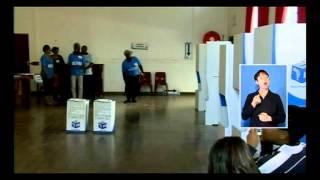 Helen Zille voting