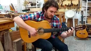 Vídeo 2. José Tomás tocando guitarra de ciprés de 1ª especial