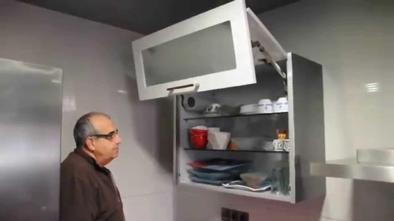 Mueble cocina alto con puertas elevables youtube for Muebles altos de cocina