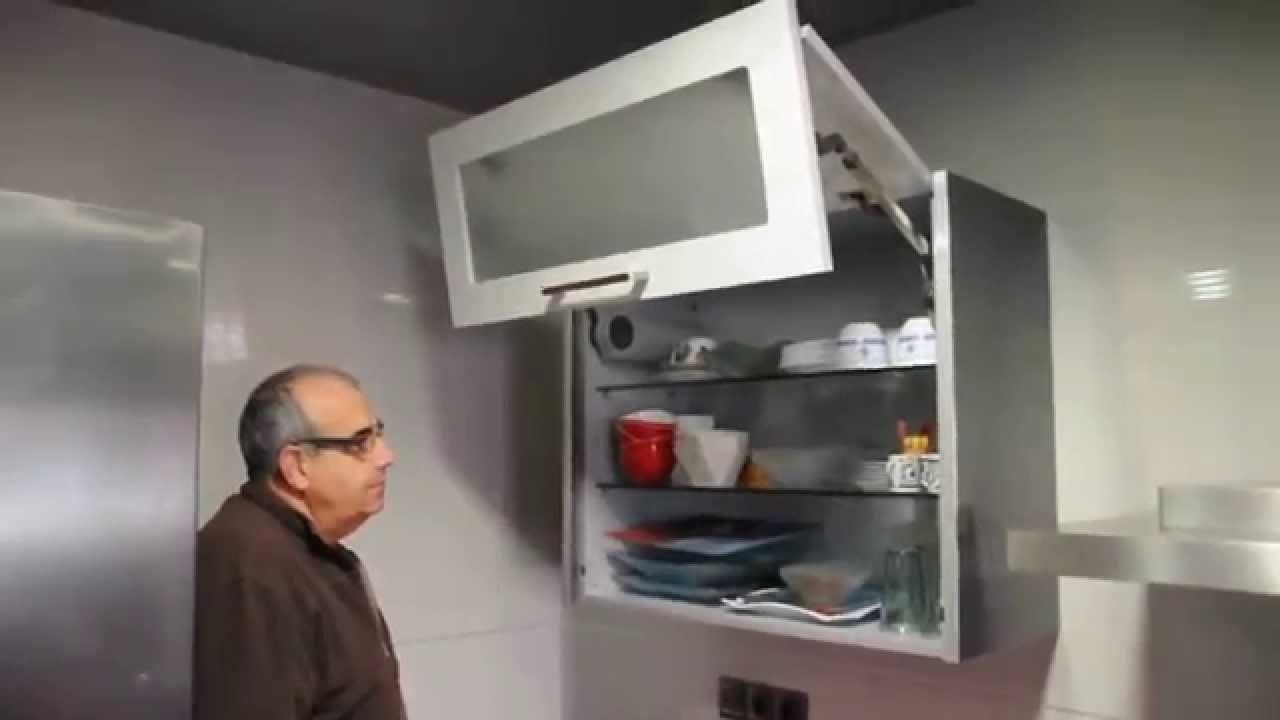 Mueble cocina alto con puertas elevables youtube for Severino muebles cocina alacena melamina blanca