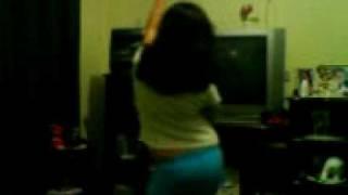 Andressa dançando a musica da india
