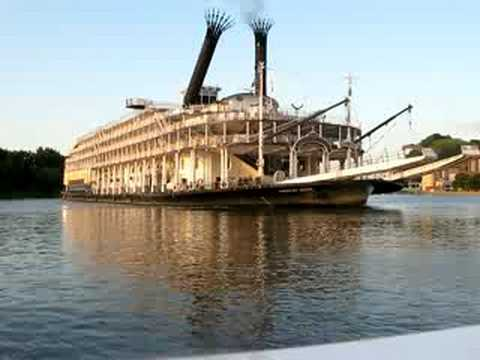 American Queen Spins At Red Wing Marina