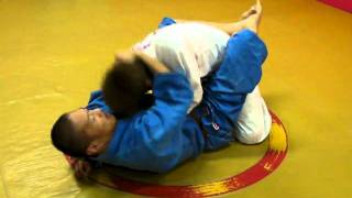 Armbar from Guard with overhook grabbing (2011-05-25)