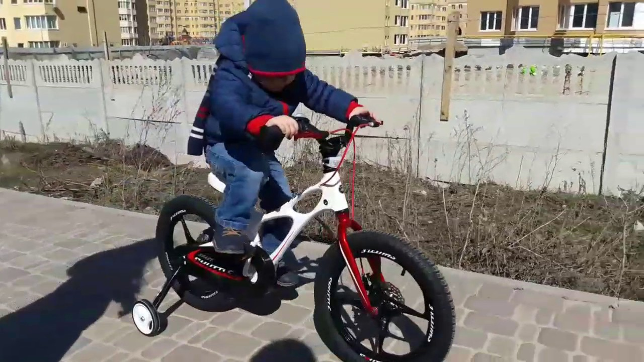 Balance bike Early rider Alley Runner 12 - YouTube