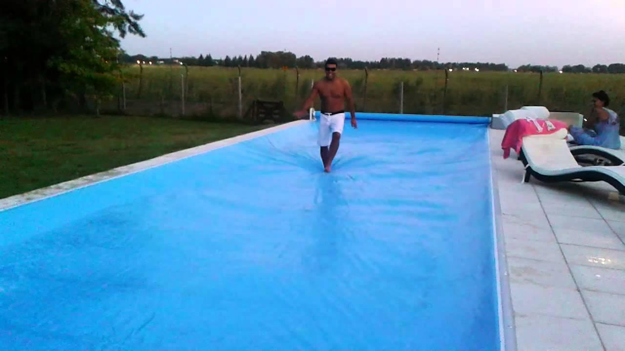 Cubre pileta youtube for Cubre piscinas automatico