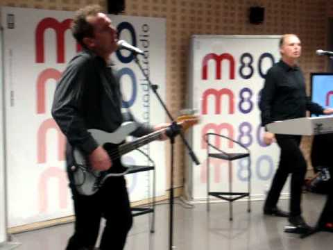 OMD-ENOLA GAY  Madrid 29-11-10 m80 Radio
