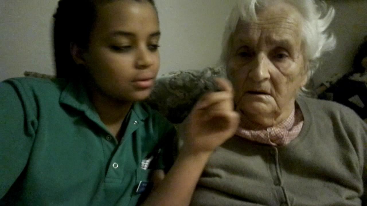 Alte oma hört nicht gut - YouTube