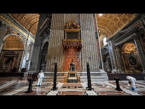 شاهد: تعقيم كاتدرائية القديس بطرس بالفاتيكان تمهيداً لإعادة فتحها…
