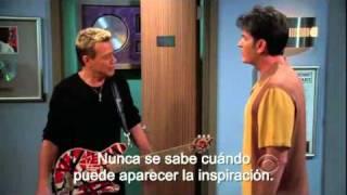 Eddie Van Halen en Two and a half men. (Sub en español)