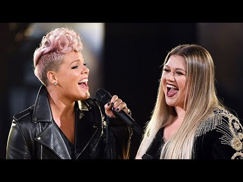Kelly Clarkson & Pink Open AMAs With EPIC Duet Of R.E.M.'s