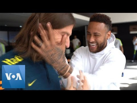 Neymar Visits Brazil National Team