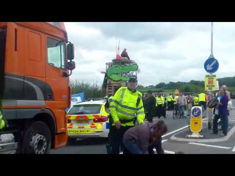 Police push protectors over to facilitate Cuadrilla delivery