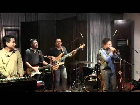 Sandhy Sondoro ft Indra Lesmana - Aku Ingin @ Mostly Jazz 16/09/12 [HD]