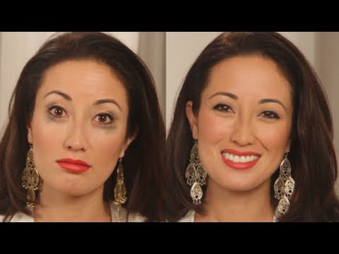 Beauty Trick: How to Keep Eyeliner From Smudging - YouTube