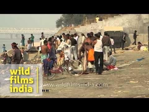 People bathe in Gandaki River at Konhara Ghat : Bihar