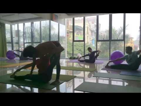 60mins class in Green Om Yoga with Ms Bi
