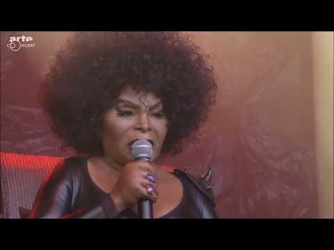 Elza Soares - Luz Vermelha (A Mulher do Fim do Mundo Live At NOS Primavera Sound 2017)