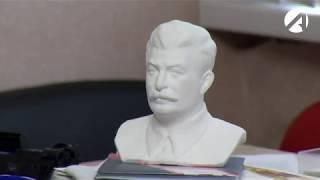 Астраханские штабы кандидатов в президенты: от барабанной установки до бюста Сталина