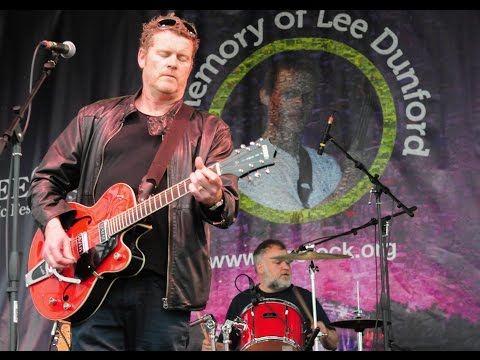 Dodgy 'Ain't No Longer Asking' their opening song recorded live from LeeStock in 2015