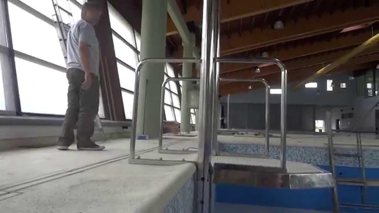Elevador para ingreso a piscinas youtube for Plataforma para piscina