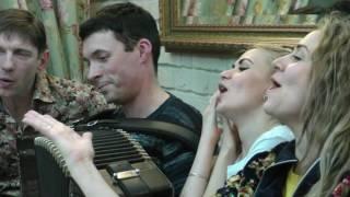 Когда весна придёт не знаю  Сводный хор на улице Болотова  Гармонь   это душа