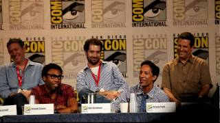 Donald G. (Troy) and Danny P. (Abed) sing to end Community Panel at Comic-Con, SDCC 2010