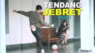 Video LUCU TENDANG BOLA KE ORANG GA DI KENAL Part 2 - PRANK INDONESIA download MP3, 3GP, MP4, WEBM, AVI, FLV Juni 2018