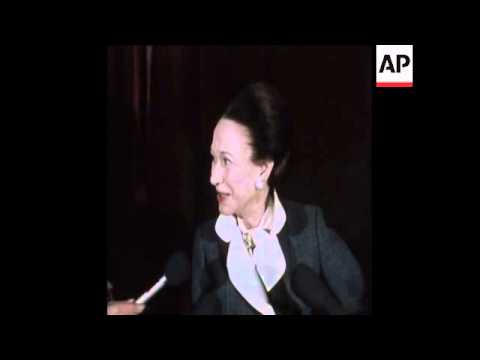 SYND 10-4-74 DUCHESS OF WINDSOR INTERVIEW IN NEW YORK
