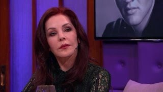 """Priscilla, vrouw van Elvis Presley: """"hij leeft!"""" - RTL LATE NIGHT"""